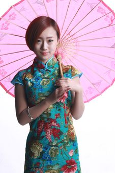 Free Chinese Girl Wearing A Cheongsam. Royalty Free Stock Images - 36641139