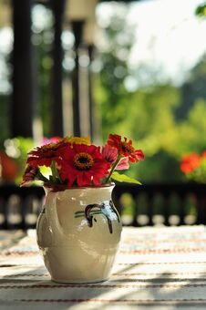 Free Still Life Of Flowers In Vase Stock Photography - 36673232