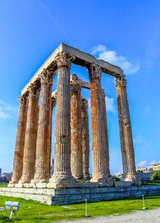 Free Ruins Of Ancient Temple Of Zeus, Athens, Greece Royalty Free Stock Photography - 36673807
