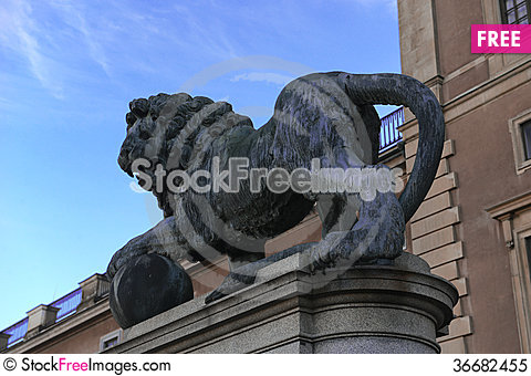 Free Sculpture Of Lion Royalty Free Stock Photo - 36682455