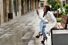 Free Beautiful Young Woman In Urban Background Talking On Phone Royalty Free Stock Images - 36687149