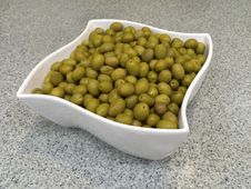 Free White Bowl With Green Olives Royalty Free Stock Photos - 36696788