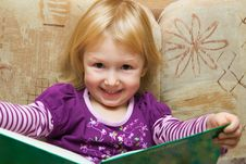 Free Small Girl With The Book Royalty Free Stock Photography - 3670127