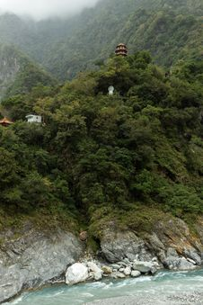 Free Pagoda And Buddha Statue High At A Mountain In Taroko Stock Photos - 36700583