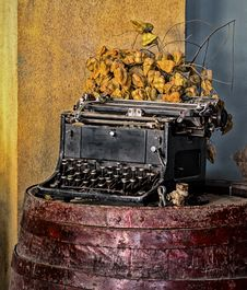 Free Old Typewriter Stock Images - 36701124