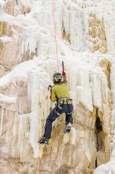 Free Young Man Climbing The Ice Royalty Free Stock Images - 36719469