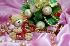 Free Christmas Bear With Heart 2 Royalty Free Stock Image - 3682616