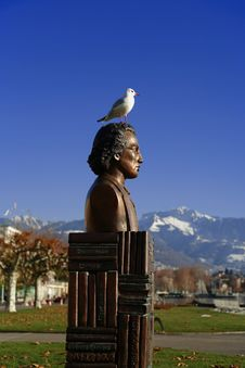 Free Seagull Land On The Statue Stock Photography - 376282