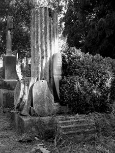 Free Old Gravestone Royalty Free Stock Photography - 379467