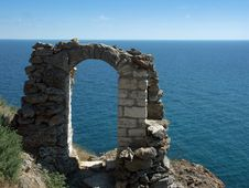 Free Ruins Of An Ancient Stone Arch Royalty Free Stock Photos - 3706128