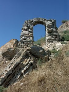 Free Ruins Of An Ancient Stone Arch Royalty Free Stock Photos - 3706148