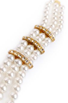 Free Pearl Necklace On White Stock Photos - 3707873