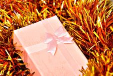 Free Pink Xmas Gift Royalty Free Stock Photos - 3710958