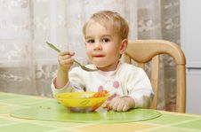 Free A Little Boy Eating Royalty Free Stock Images - 3714549