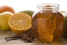 Free Fresh Honey With Honeycomb, Spices And Fruits Royalty Free Stock Photography - 3715177