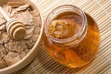 Free Fresh Honey With Honeycomb And Breakfast Flakes Stock Image - 3715201