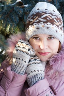 Free Winter Portrait Of Girl Royalty Free Stock Photos - 3723358