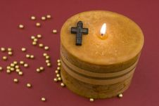 Free Cross And Candle Royalty Free Stock Photo - 3741115