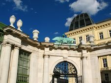 Free Belvedere Palace In Vienna Royalty Free Stock Images - 3746119