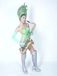 Free Cabaret Woman Show Play Saxophone Stock Images - 3747174