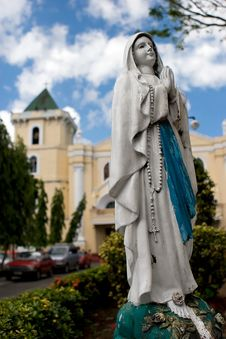 Free Virgin Mary Statue Stock Images - 3747934