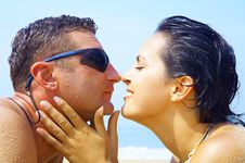 Free Couple On Beach Royalty Free Stock Photography - 3757227