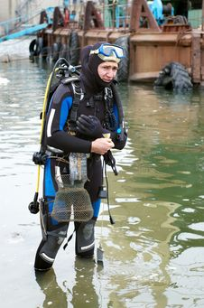 Free Scuba Diver Entering The Water Stock Photo - 3758350