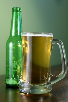 Free Beer Mug And Bottle Royalty Free Stock Photo - 3763695