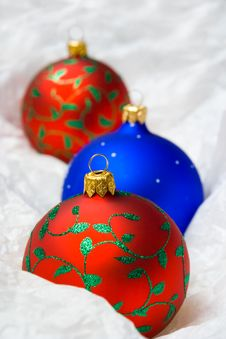 Free Christmas Balls In Wrapping Paper Stock Photography - 3771212