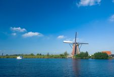 Free Beautiful Windmill Landscape Royalty Free Stock Photos - 3779148