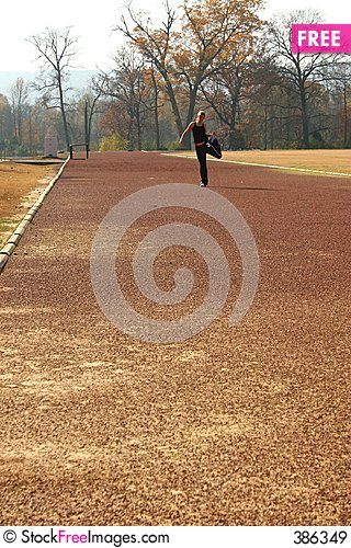 Free Athletic Young Woman Stretching At The Track Royalty Free Stock Images - 386349