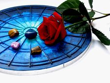 Free Red Rose And Stones Royalty Free Stock Photos - 381518