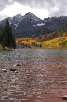 Free Maroon Bells Lake Royalty Free Stock Photo - 383695