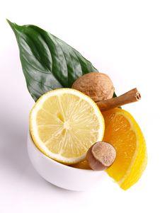 Free Oranges, Lemon, Cinnamon Royalty Free Stock Photography - 3804067