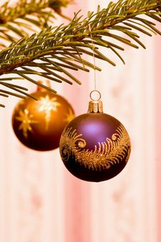 Free Purple Bauble (P) Royalty Free Stock Photos - 3806728