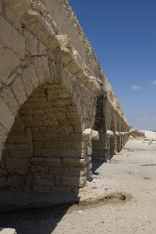 Roman Aqueduct At Caesarea Royalty Free Stock Images