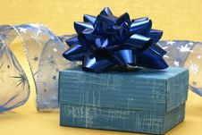 Free Blue Gift Box Royalty Free Stock Photos - 3808628