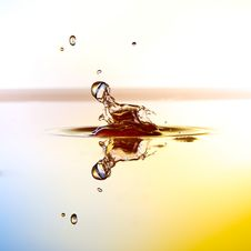 Free Color Waterdrops Collide Each Other Royalty Free Stock Photography - 38085477