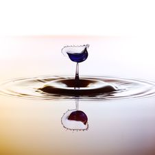 Free Color Waterdrops Collide Each Other Royalty Free Stock Photos - 38085738