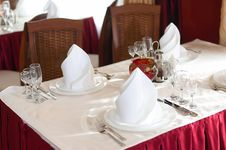 Free The Served Table Before A Holiday At Restaurant Stock Photography - 3811572