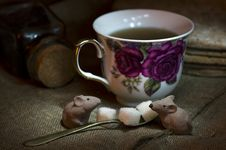 Free Cup Of Tea And Chocolate Mouse Stock Images - 3823824