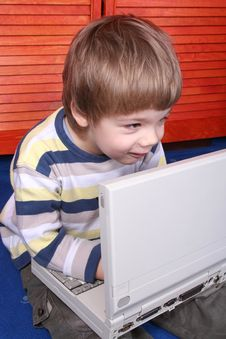 Free Boy Using A Laptop Royalty Free Stock Photos - 3824238