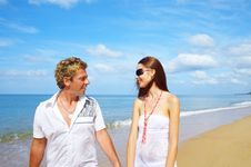 Free Couple And Sea Stock Images - 3840204