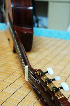 Free Guitar Royalty Free Stock Image - 3840536