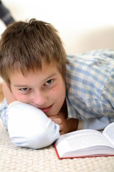 Free Boy Learning On The Floor Royalty Free Stock Photography - 3841537