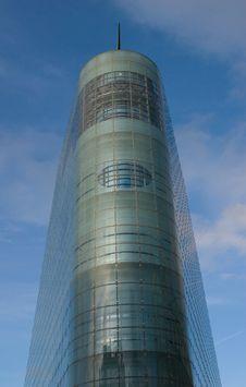 Free Symmetrical Skyscraper Stock Images - 3842334