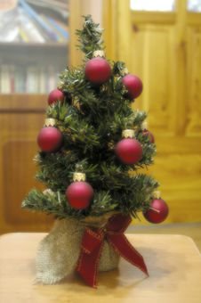 Free Fir Tree With The Toys. Royalty Free Stock Photos - 3845048