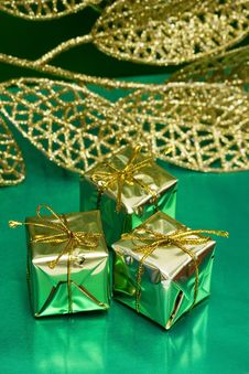 Free Golden Gift Boxes Royalty Free Stock Images - 3846019