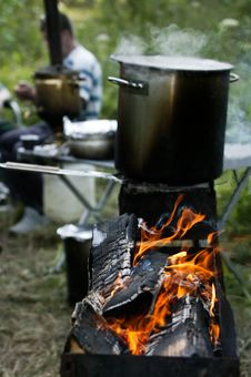 Free Chargrill With A Boiling Pot Royalty Free Stock Images - 3847529