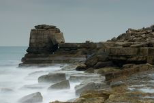 Free Portland Bill, Pulpit Rock Royalty Free Stock Photography - 3854707